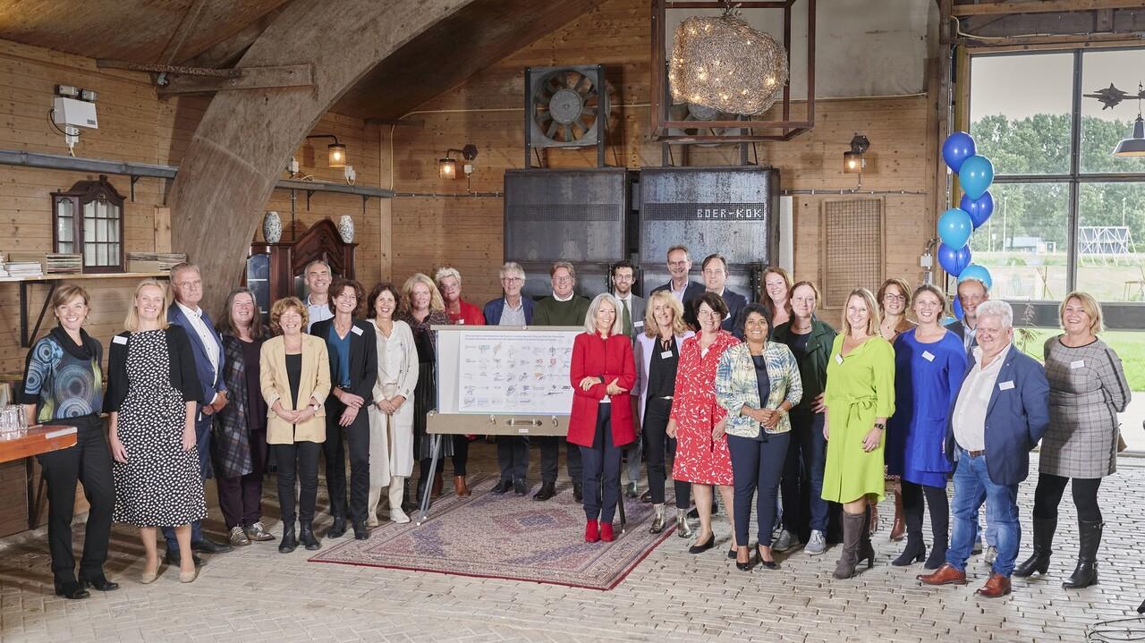 Ruim dertig partijen tekenen voor een gezonde arbeidsmarkt Zorg en Welzijn in Flevoland